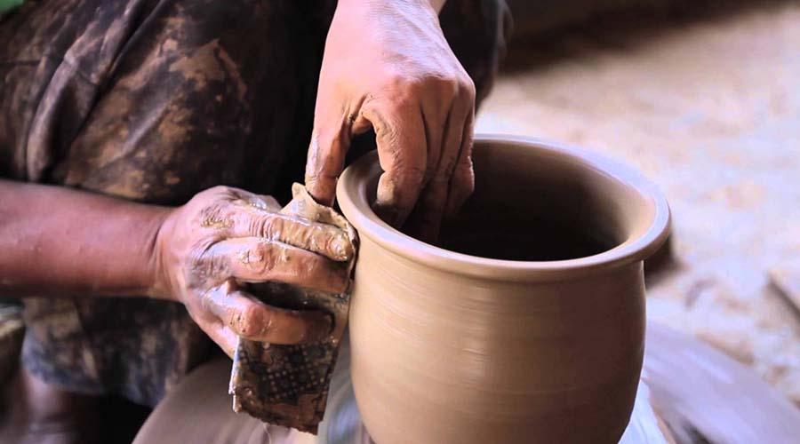 Pembuatan keramik plered